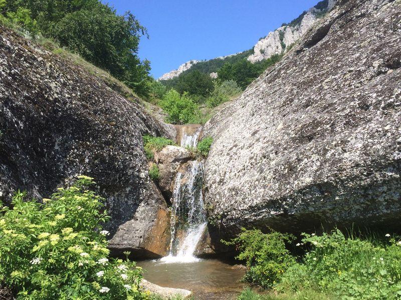 Затерянный мир у водопада Джурла width=