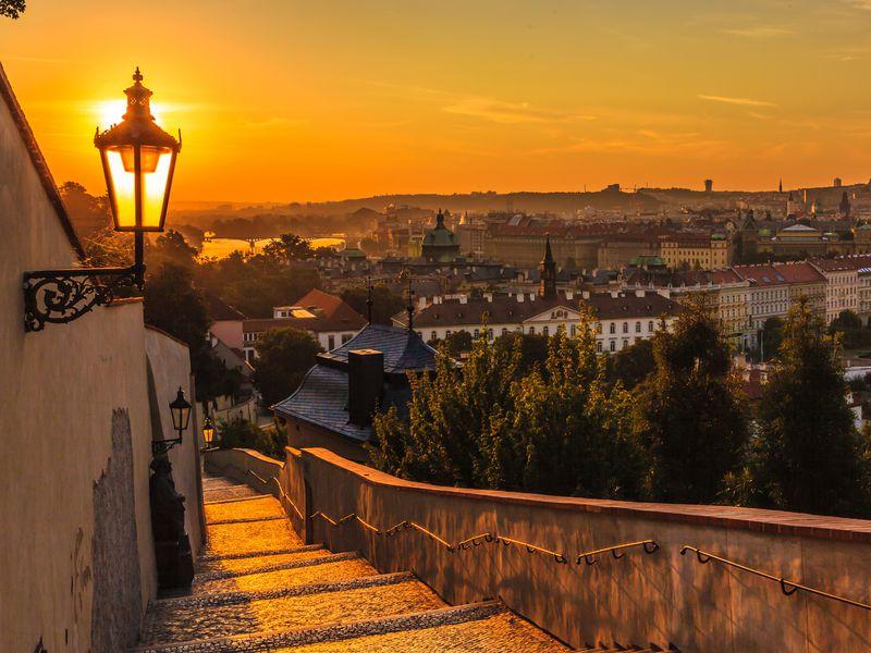 Экскурсия Прага влучах заката: наавтобусе ипешком