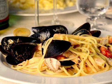 Сыры, прошутто, паста, вино, выпечка и другие деликатесы итальянской кулинарии