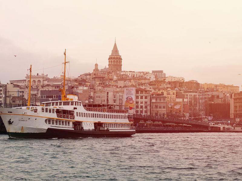 Экскурсия На яхте по волнам Босфора!