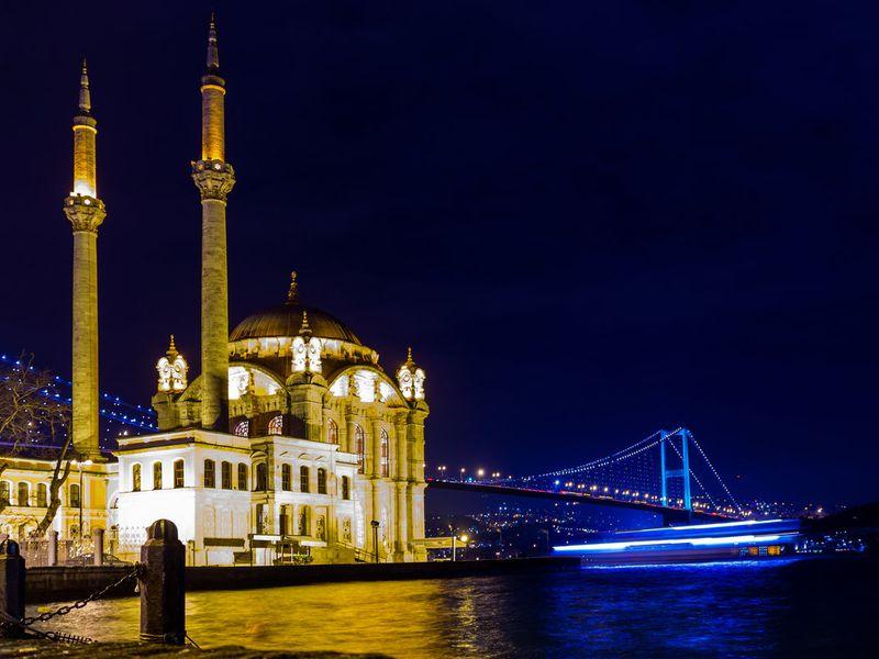 Турецкая ночь наБосфоре — теплоходная прогулка