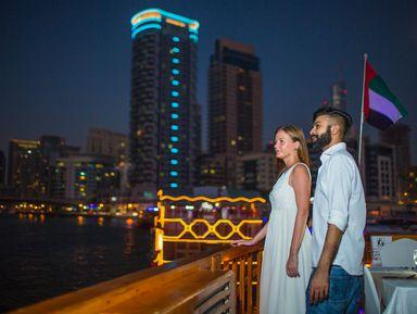 Ужин и вечернее шоу на арабской лодке доу — в Дубай из Шарджи