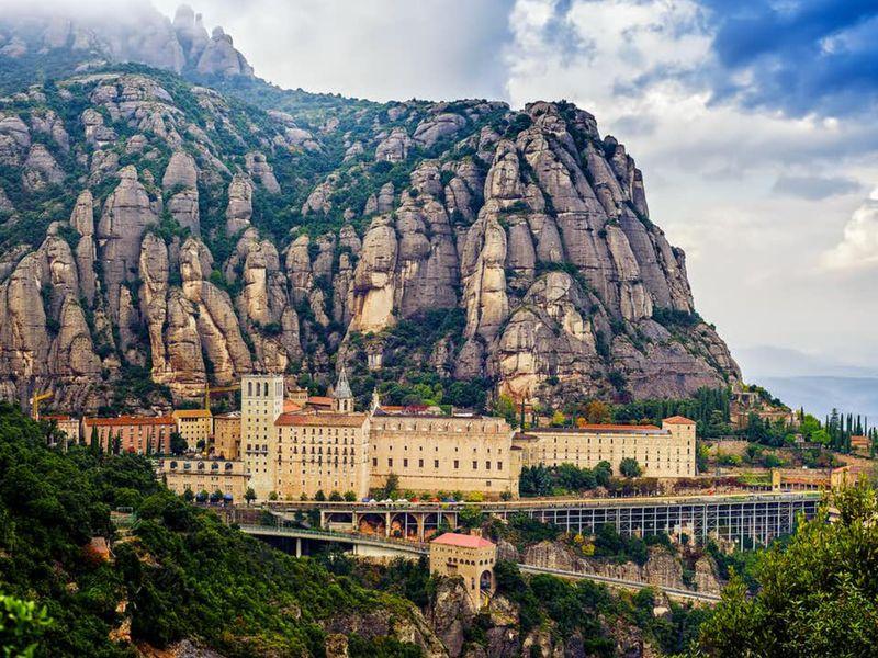 Экскурсия Монтсеррат— вгоры кглавной покровительнице Каталонии