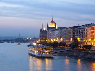 Прогулка по Дунаю с ужином и живой музыкой