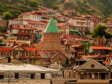 Панорамы и узкие улочки Тбилиси