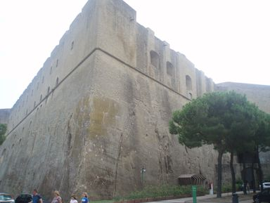 Замки Неаполя: от замка Яйца до замка Святого Эльма