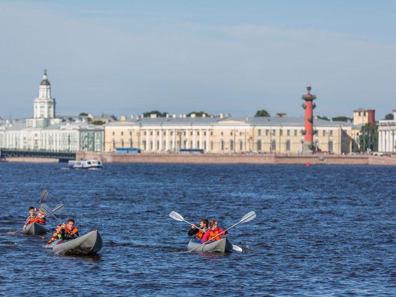 Экскурсия Набайдарках поисторическому центру Петербурга