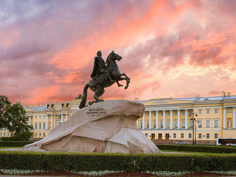 Экскурсия Обзорная экскурсия по Петербургу с посещением Кунсткамеры