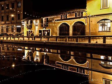 История города в прогулке по каналам вечернего Милана