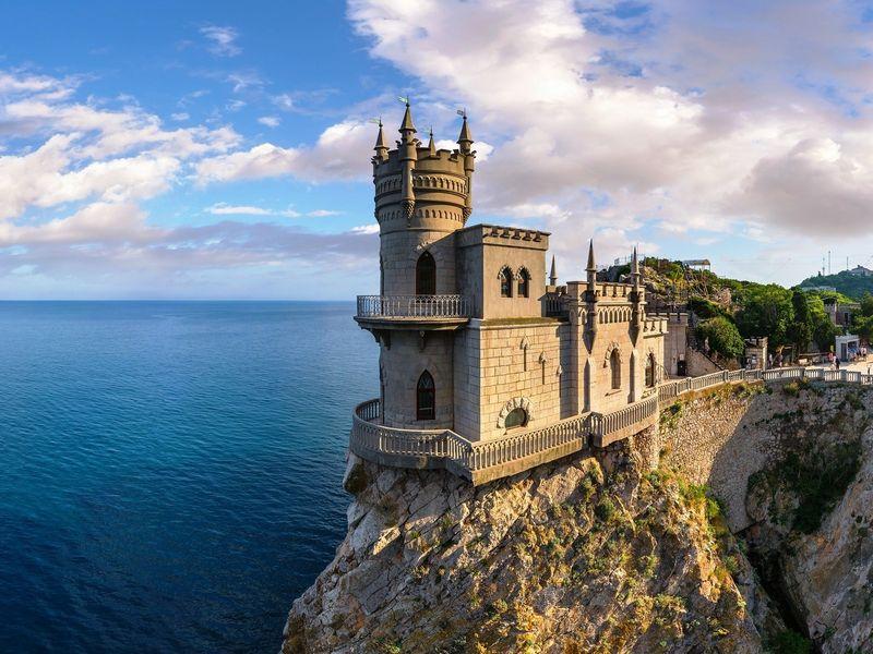 Курортная Алупка, Ливадийский дворец и замок Ласточкино гнездо width=