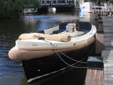 Только с воды, с Амстердамом на — ты!
