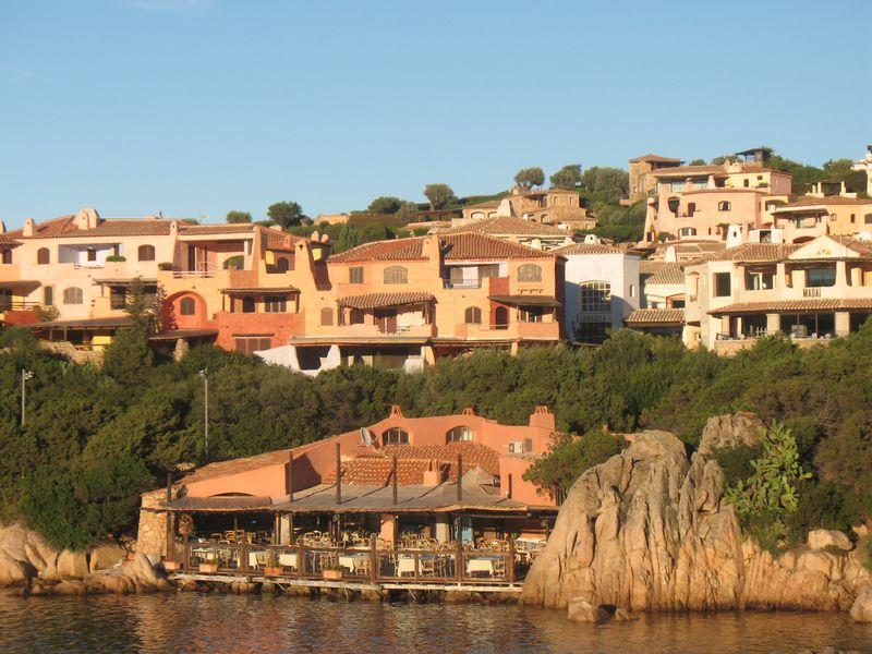 ПоИзумрудному берегу Сардинии