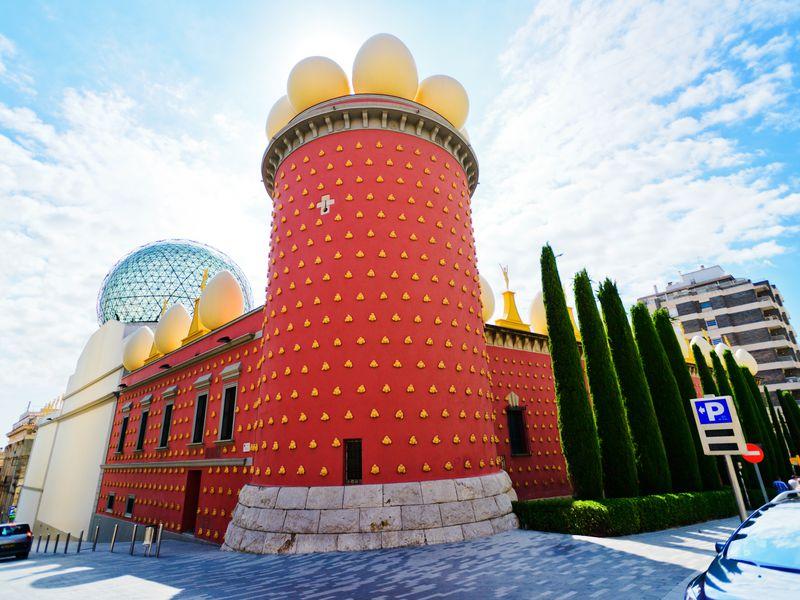 Экскурсия Из Барселоны в театр-музей Дали и средневековую Жирону