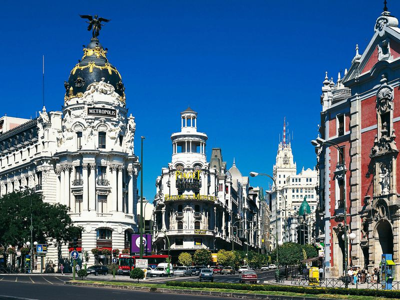 Экскурсия Гран-Виа: главный проспект Мадрида вдеталях