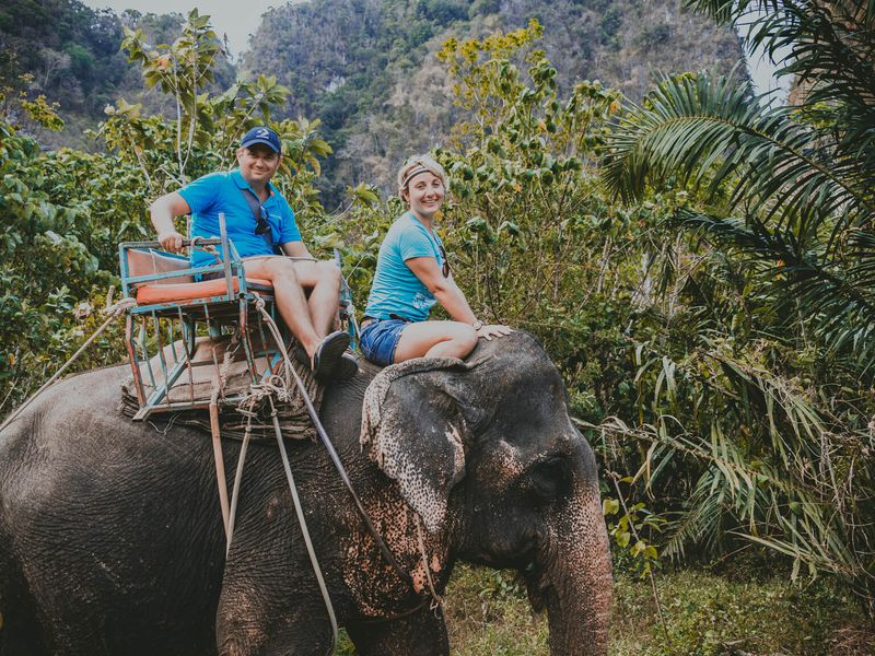Прогулка на слонах к водопаду Хуай То