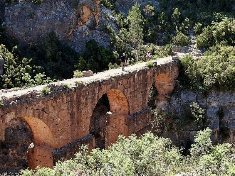 Экскурсия Римский акведук и прогулка среди скал