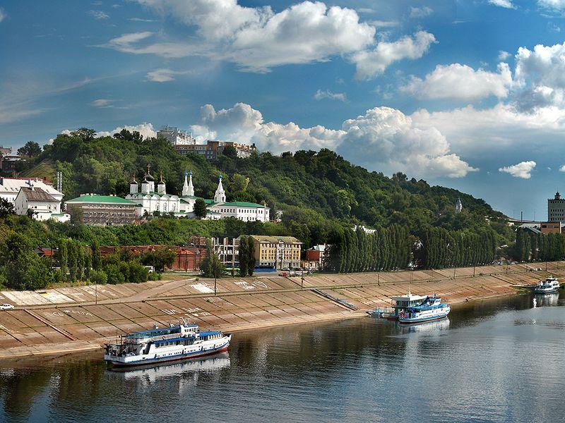 Напарусной яхте вдоль Нижнего Новгорода