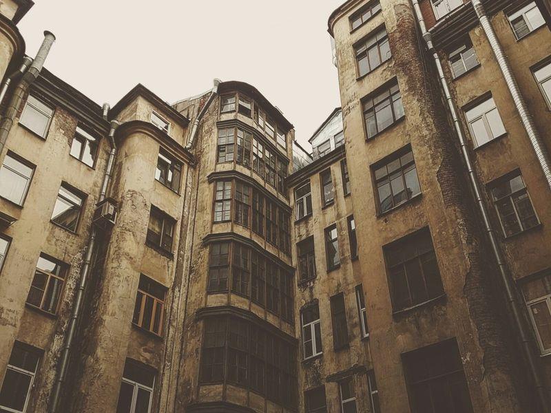 Петроградская сторона снаружи и изнутри