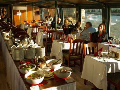 Прогулка по Дунаю на кораблике и традиционный венгерский обед