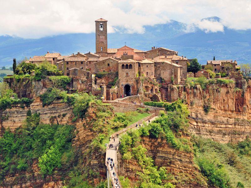 Экскурсия «Умирающий город» и зеленые легкие Италии