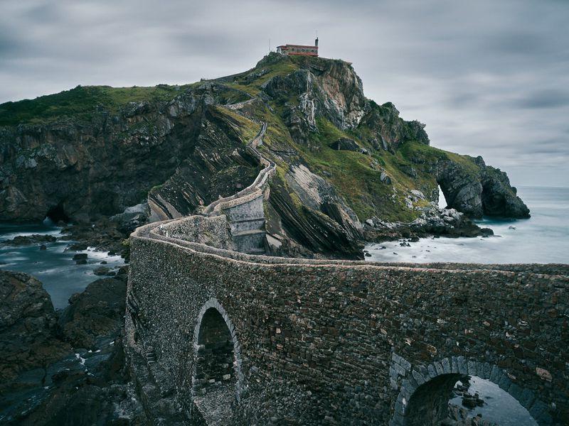 Драконий камень: путешествие кострову Гастелугаче