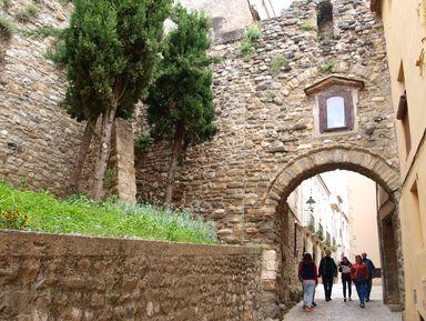 Каталонские крепости: Бесалу, Рупит иКастельфольит-де-ла-Рока
