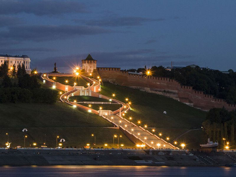 ПоНижнему Новгороду вчас вечерний!