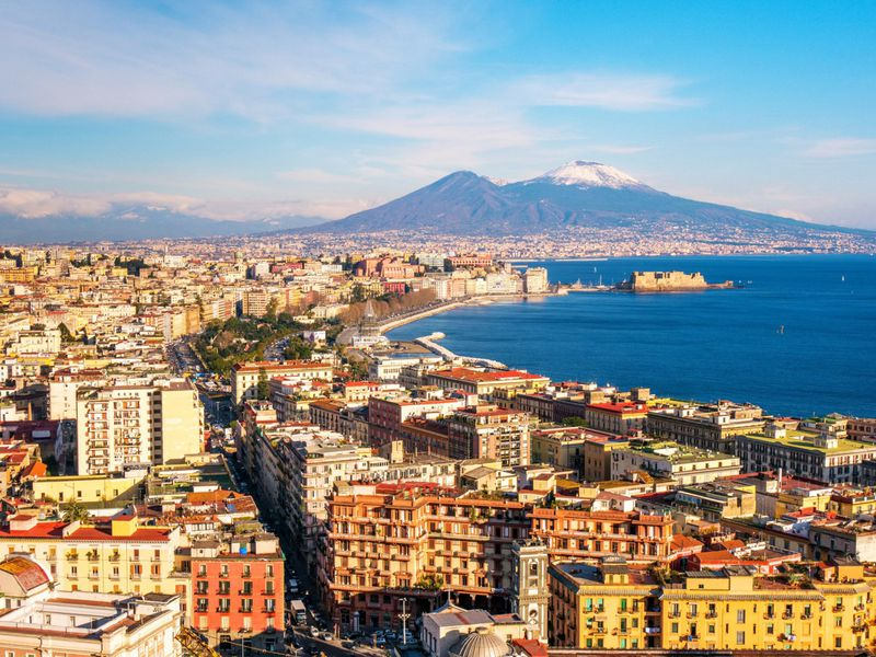 Онлайн-прогулка по Неаполю: море, пицца, другая Италия!